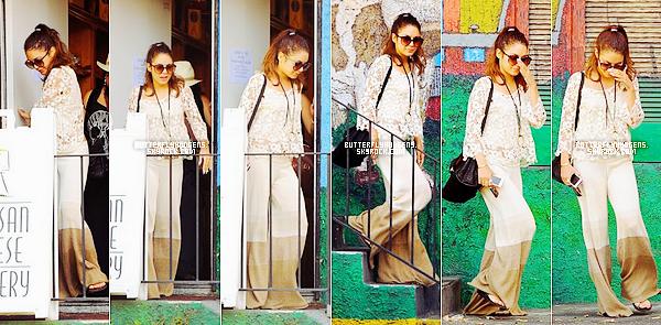 Le 20 Mai: Vanessa et son legging dans Los Angeles avec une amie.