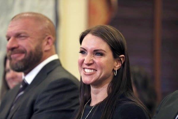 @ TripleH et @StephMcMahon assistent à l'audience du comité sénatorial de Linda McMahon