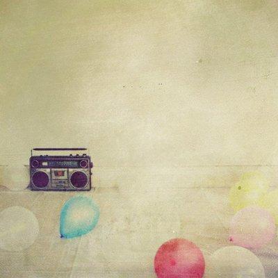(24) On est souvent trompé en amour, souvent blessé et souvent malheureux ; mais on aime.
