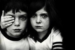 (26) Ce qui m'effraie, ce n'est pas l'oppression des méchants ; c'est l'indifférence des bons.