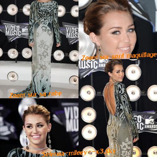 Le 28 aout 2011 :  Miley, était présente aux MTV Video Music Awards . Miley portait une robe longue signée Roberto Cavalli, des bijoux Lorraine Schwartz et des chaussures Azzedine Alaia.