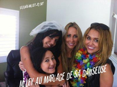 Miley au mariage de sa danseuse