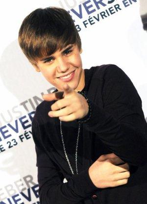 """Le jeune chanteur a le sens du devoir. Alors qu'il était """"malade comme un chien"""", Justin Bieber a maintenu son concert prévu à Manille. Des allers-retours entre la scène et les coulisses lui ont toutefois permis de vomir entre deux chorégraphies. Charmant !"""