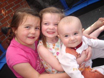 Les plus belles : ma filleule et mes 2 zamours =)