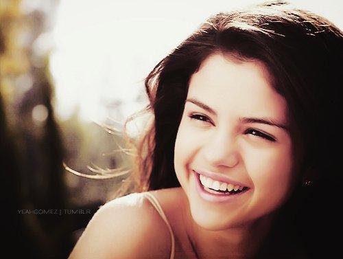 Ne laissez pas le monde changer votre sourire, laissez votre sourire changer le monde.