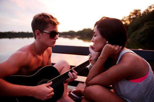 L'amour c'est la vie. C'est tout ce qu'on regrette et tout ce qu'on envie.