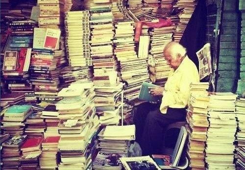 Le marché aux livres de Rangoun en Birmanie
