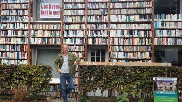 Profondsart : une maison transformée en librairie a ciel ouvert
