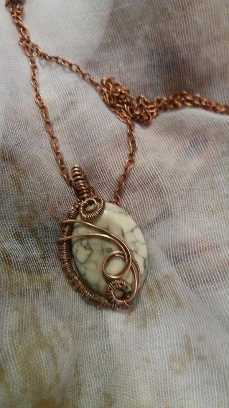 Pendentifs réalisés en fils d'argent et fils de cuivre patiné et pierres semi précieuses  chaque modèle est unique car fait main