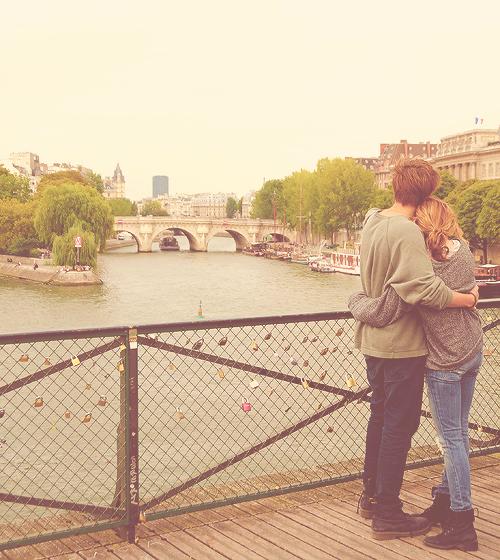 « Il avait toujours eu cette façon d'être encore là, au fond de mon coeur.De prendre juste un peu de place. Pas assez pour que j'en tombe amoureuse à nouveau, mais juste assez pour ne pas l'oublier. » ♥