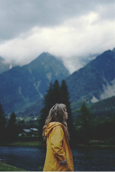La même chanson qui se repète en boucle dans ma tête, le même amour délavé qui revient me hanter.