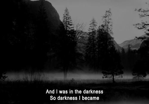 • Noir.