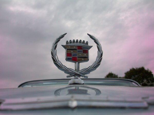 Ca fait douze ans que j'ai refaite cette Cadillac je l'avais pas revue....toujours Magnifique