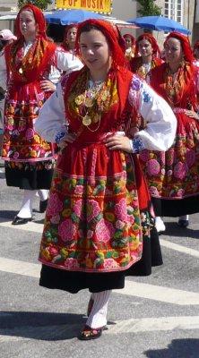 Cest des costumes traditionnels de la région du Minho et plus particulièrement de Viana do Castelo.