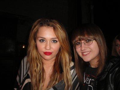Miley Cyrus à été vue sortant d'un concert ce lundi 15 novembre dernier avec une amie.