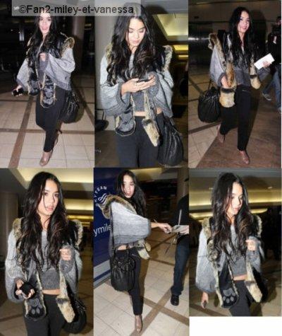 Après un petit séjour on ne peut plus discret (sachant que nous n'avons pas eu de candids) à Los Angeles, Vanessa a été vue ce dimanche 5 décembre 2010, arrivant  à l'aéroport de LAX pour prendre un vol, sûrement en direction de Hawaii pour reprendre le tournage de Journey 2.
