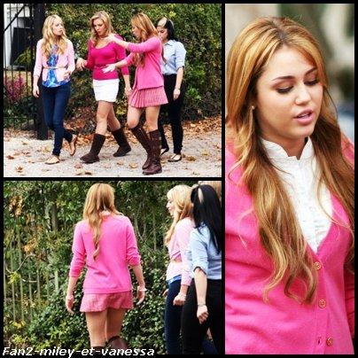 Voici de nouvelles photos de Miley Cyrus avec ses co-stars (Megan Park & Kelly Osbourne) sur le set du film So Undercover ce mercredi 22 décembre 2010.