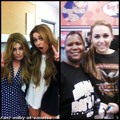 Voici une photo où Miley prend la pose avec Kelly Obsourne. Vous pouvez aussi voir une photo de Miley Cyrus posant avec une fan.