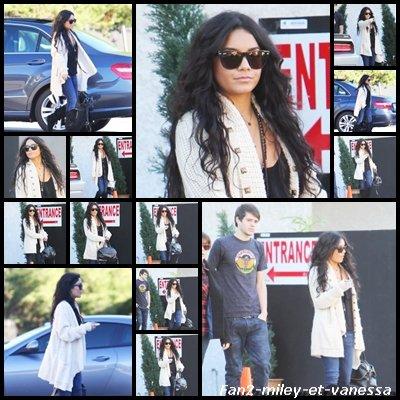 Vanessa a été vue ce lundi 27 décembre 2010, sortant du restaurant « Studio Café » de Studio City après y avoir déjeuné avec son costar de HSM 3 Matt Prokop (souvenez vous de « Rocket Man » ) et sa petite amie Sarah Hyland.