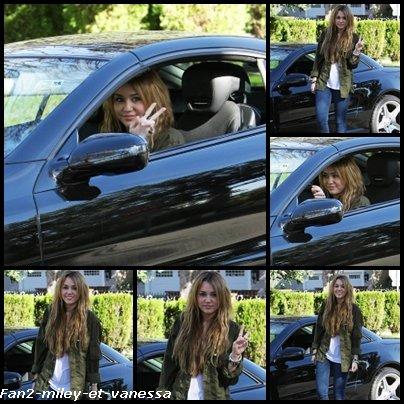 Voici de nouvelles photos de Miley lorsqu'elle posait ce vendredi 31 décembre 2010 à Los Angeles.