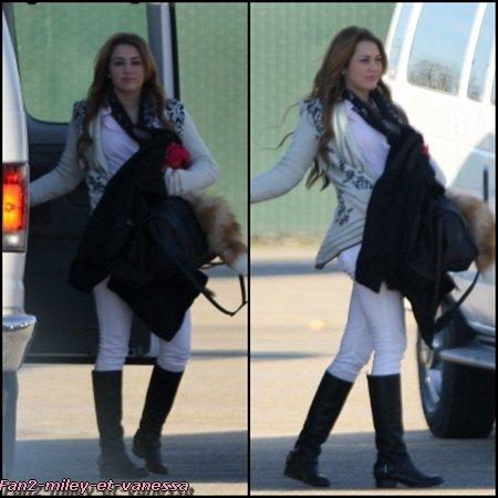Voici de nouvelles photos du tournage du film So Undercover. Datant du mercredi 12 janvier 2011.