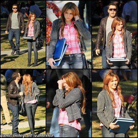 """Voici des photos de Miley Cyrus sur le tournage du film So Undercover ce samedi 15 janvier 2011. Miley était accompagnée de Jeremy Piven, acteur dans la série """"Entourage""""."""