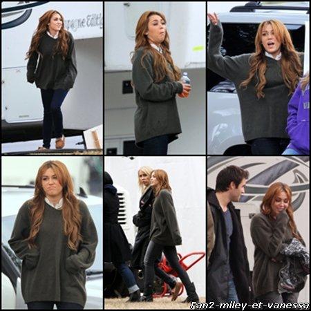 Voici de nouvelles photos de Miley sur le tournage de « So Undercover » ce dimanche 16 Janvier 2011. Elle était accompagnée de sa mère.