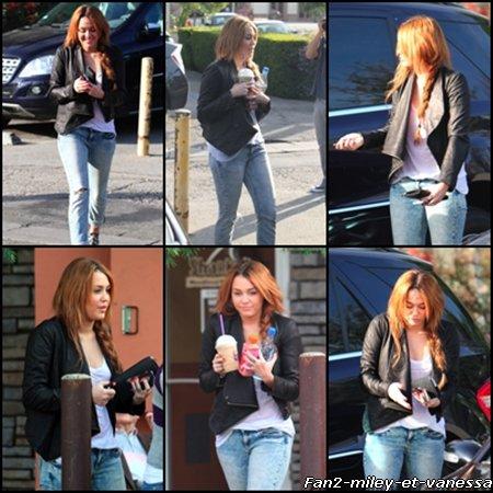 Miley s'est rendue ce samedi 5 février 2011, au Coffee Bean de son quartier, à Toluca Lake, pour y chercher un café glacé.