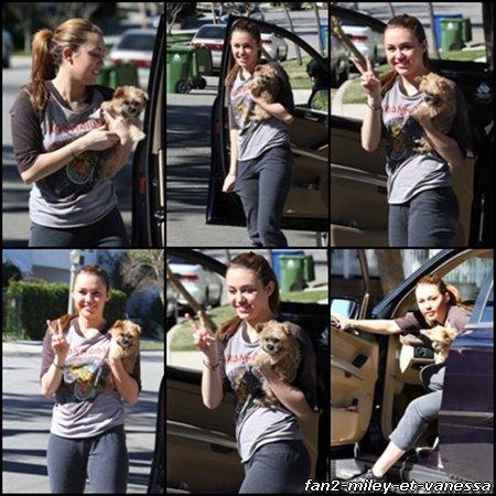 Toujours le jeudi 10 février 2011, voici des photos de Miley dans la journée avec sa chienne Lila.