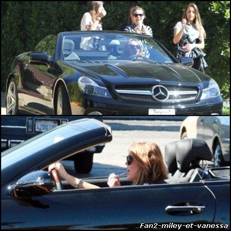Voici des photos de Miley Cyrus au volant de sa voiture ce vendredi 11 février 2011.