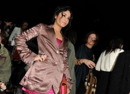 Vanessa était ce lundi 14 février 2011 (jour de la St Valentin), à New York où elle s'est rendue à deux défilés de mode pour la Fashion Week Automne 2011. Elle s'est rendue au défilé de la collection du créateur Marc Jacobs ainsi que celui pour la marque Alice+Olivia accompagnée de son amie l'actrice Brittany Snow.