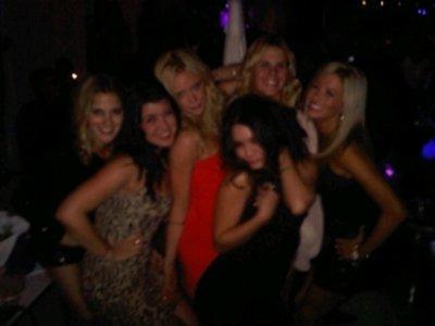 Le soir même, elle s'est rendue à Las Vegas pour l'anniversaire de sa meilleure amie Brittany Snow.