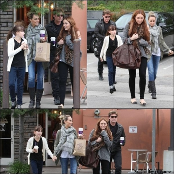 Voici des photos de Miley Cyrus datant de ce dimanche 27 mars 2011. Elle s'est rendue en compagnie de sa mère, son père et sa soeur Noah au Coffee Bean.