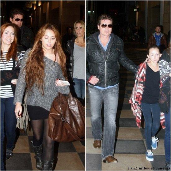 Ce dimanche 3 avril 2011, Miley était de sortie avec sa famille à Sherman Oaks.
