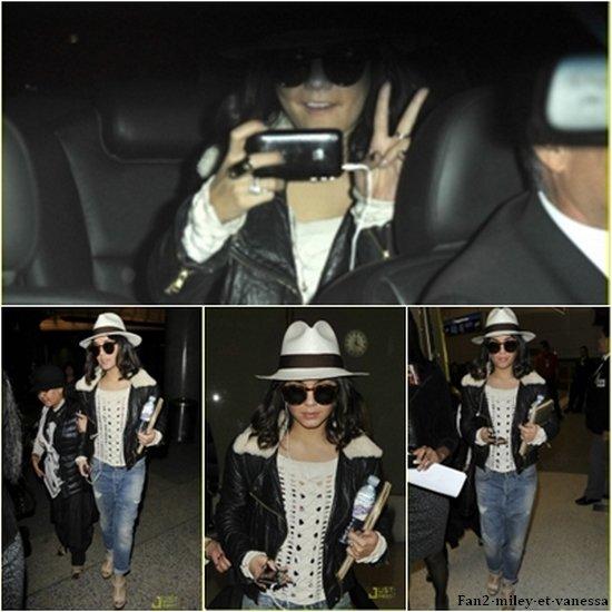 Vanessa a été vue ce mardi 5 avril 2011, au soir, arrivant à l'aéroport de LAX, à Los Angeles.