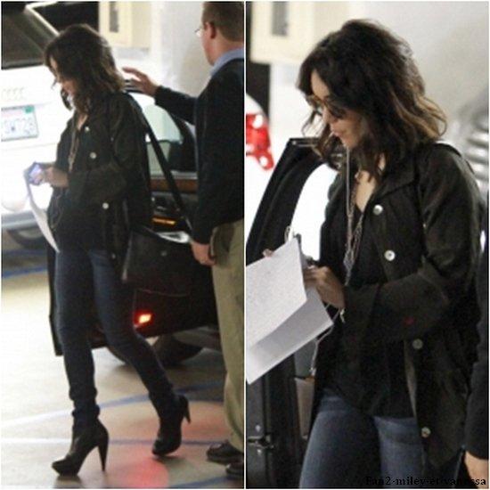 Vanessa a été vue ce mercredi 6 avril 2011, dans l'après-midi, se rendant à un casting à Beverly Hills.