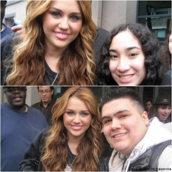 Devant les studios du Oprah Show ce vendredi 8 avril 2011, Miley a posé avec quelques fans à Chicago.