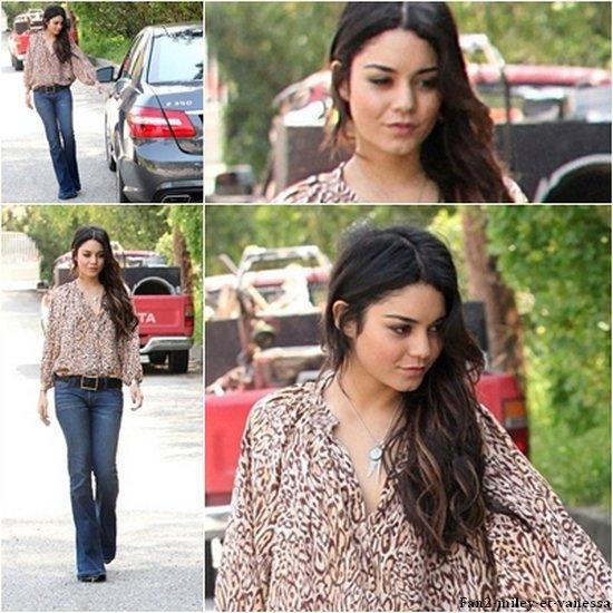Vanessa a été vue ce mardi 12 avril dernier retournant à sa voiture après une petite balade dans Los Angeles.