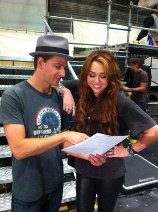 Voici une nouvelle photo de Miley pendant les répétitions de sa tournée.