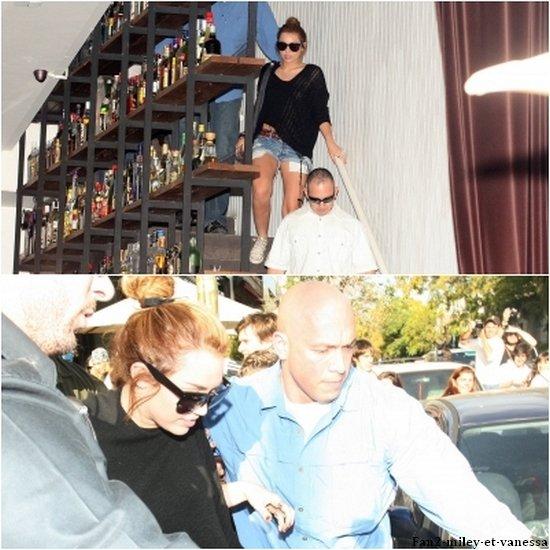 Voici des photos datant de ce samedi 7 mai dernier, où Miley quittait un restaurant à Buenos Aires, en Argentine.