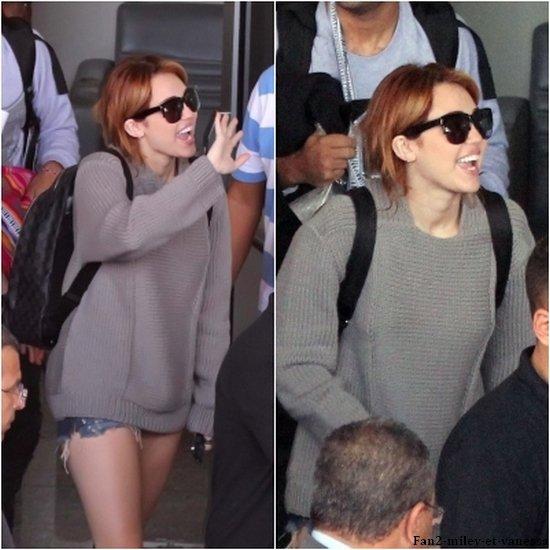 Voici de nouvelles photos de Miley Cyrus arrivant à Rio de Janeiro ce mercredi 11 mai 2011. TOP ou FLOP sa tenue ?