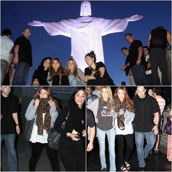 Voici de nouvelles photos de Miley qui visitait la célèbre statue Cristo Redentor à Rio de Janeiro ce mercredi 11 mai 2011. On peut voir que la miss à pris des photos souvenir. TOP ou FLOP sa tenue ?