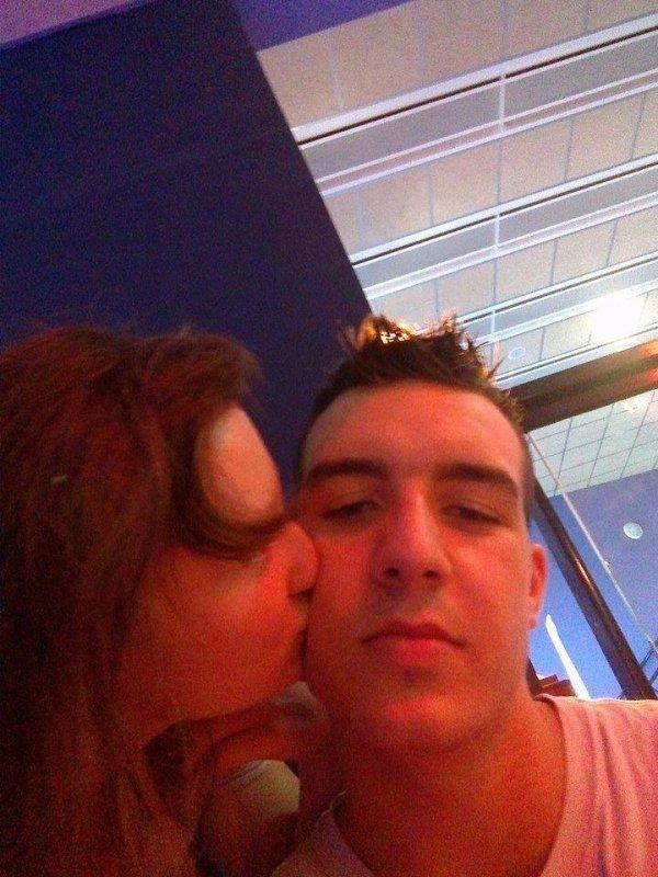 Moi qui fait un bisou à mon chéri
