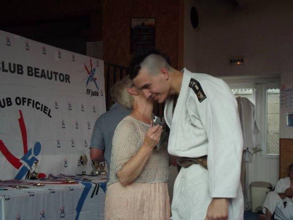 La passion de mon chéri ( le judo ) , c'était avant quon se connaissent sa coiff
