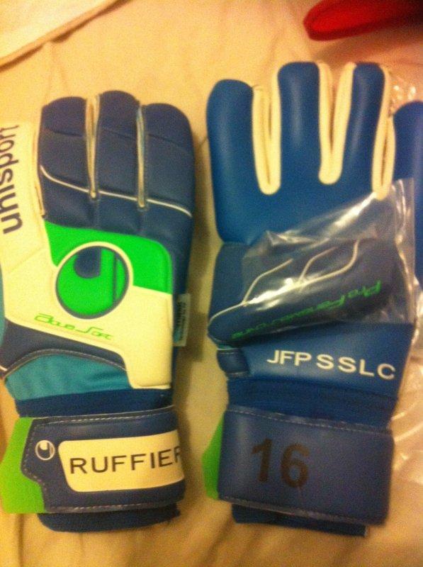 Merci à mon cousin pour ces gants neufs de RUFFIER !!!!
