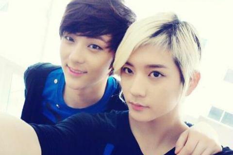 J'ai crue que c'etais la même photo Minhyun a exactement la même tête °_°