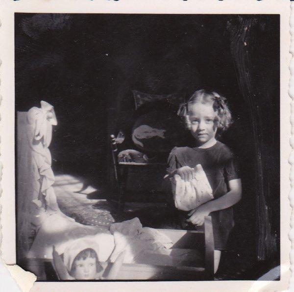 Si bonne mère pour ses poupées