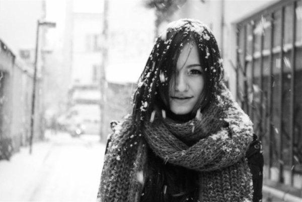 Et tu étais là, devant moi.Nous étions gelé à cause de la neige mais on s'en foutait parce qu'on était tous les deux. Ensemble.