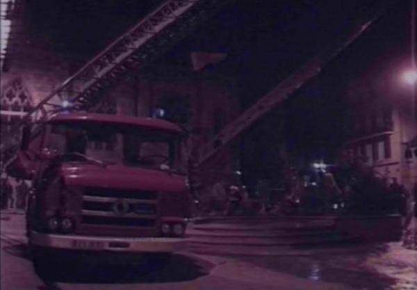 Feu place Notre Dame a Montluçon dans la nuit du 10/07/1989 . ( désolé pour la qualité de l'image c'est un screenshot du reportage TV FR3 Auvergne ) .