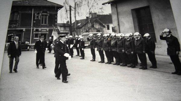 Passation de commandement entre le Commandant Compiene et le Commandant Delhomme en 1989 .